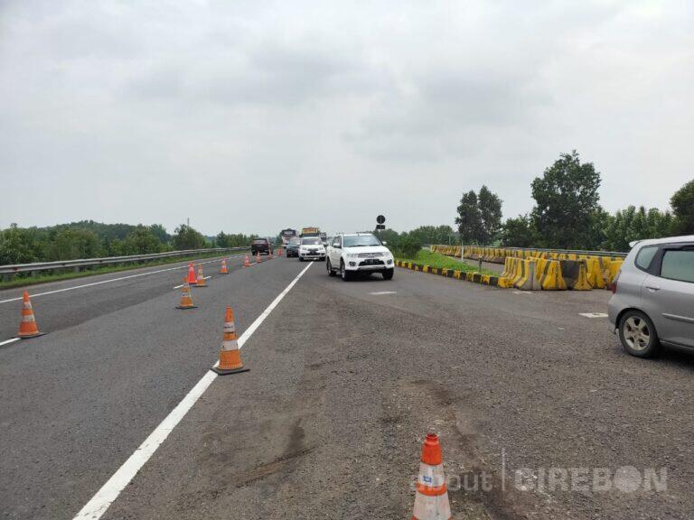 Jalan Amblas di Tol Cipali KM 122, Contra Flow Diberlakukan
