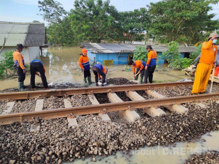 Dampak Banjir Jakarta, 11 KA di Daop 3 Cirebon Dibatalkan Perjalanannya