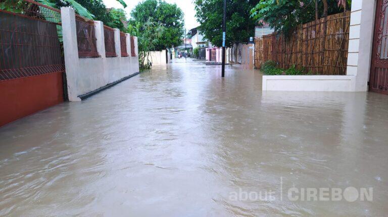 Akibat Sungai Meluap, 8 Kecamatan di Kabupaten Cirebon Terendam Banjir