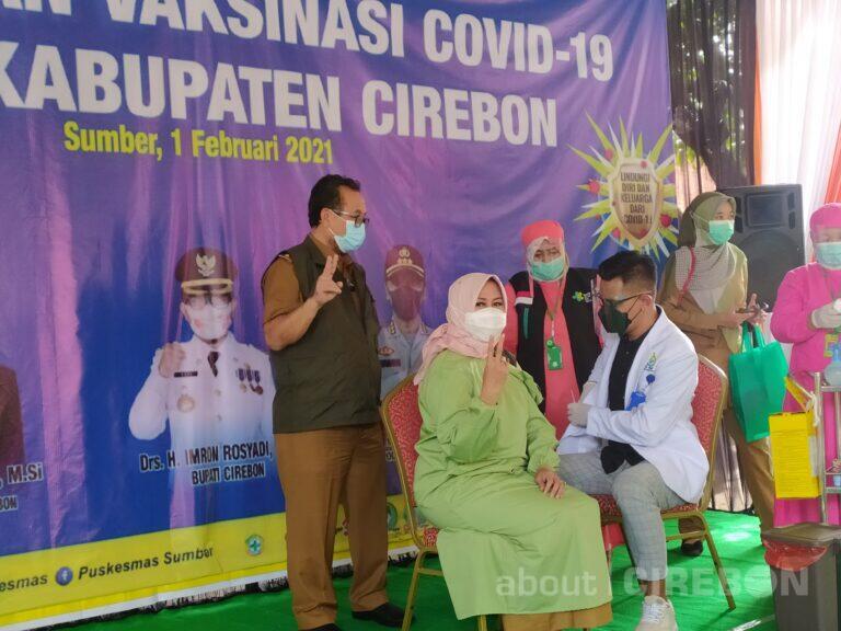 Ribuan Nakes di Kabupaten Cirebon Terima Vaksin Covid-19