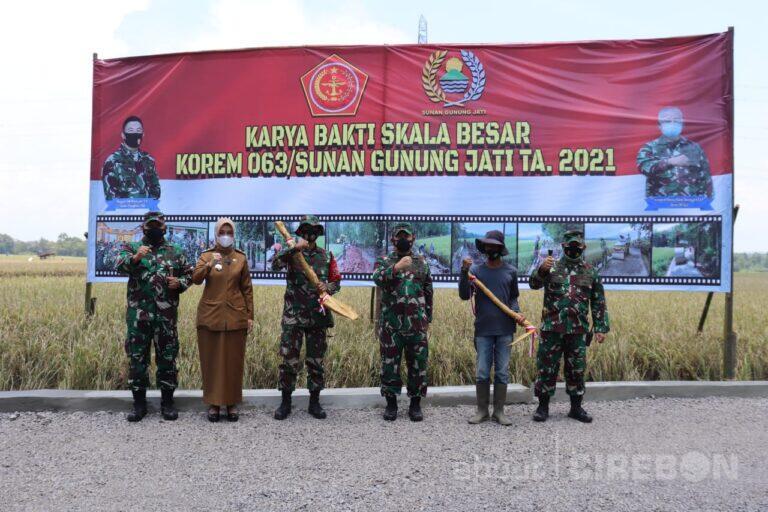 Komsos TNI Bantu Pembangunan Infrastruktur Kabupaten Cirebon