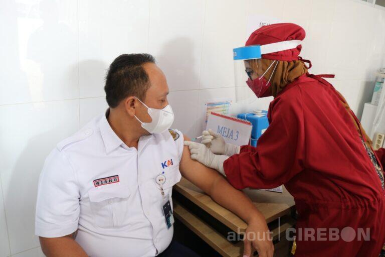 2.185 Pekerja KAI  Daop 3 Cirebon Jalani Vaksinasi Covid-19 Tahap Kedua