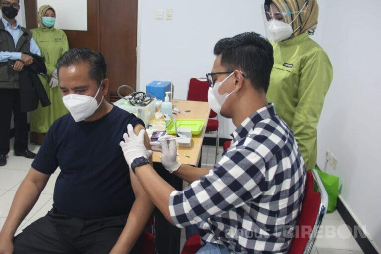 UGJ Jalani Vaksinasi Covid-19 Dosis Kedua