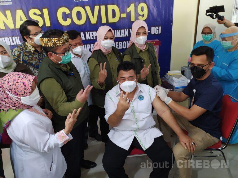 Ratusan Dosen dan Tenaga Pendidikan  YPSGJ Cirebon Jalani Vaksinasi