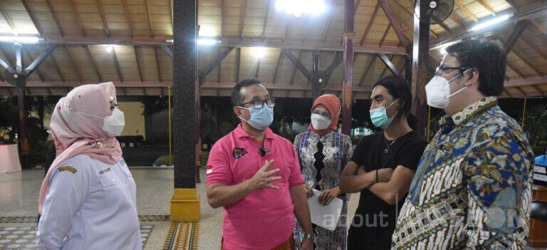 Bersama Charly Setia Band, Bupati Cirebon Jalani Vaksinasi Covid-19