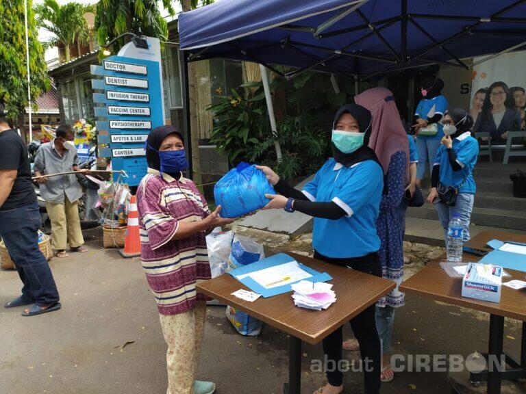 Ulang Tahun Kedua, Sociamedic Clinic Cirebon Salurkan 500 Paket Sembako