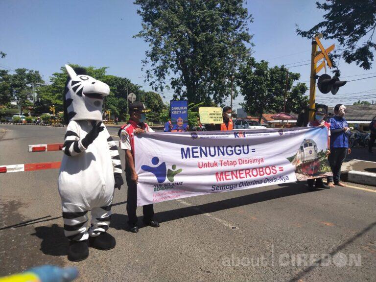 Tingkatkan Keselamatan Pengguna Jalan, Daop 3 Cirebon Lakukan Sosialisasi Keselamatan
