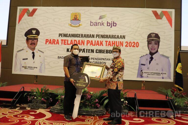 Bappenda Kabupaten Cirebon Beri Penghargaan kepada Teladan Pajak