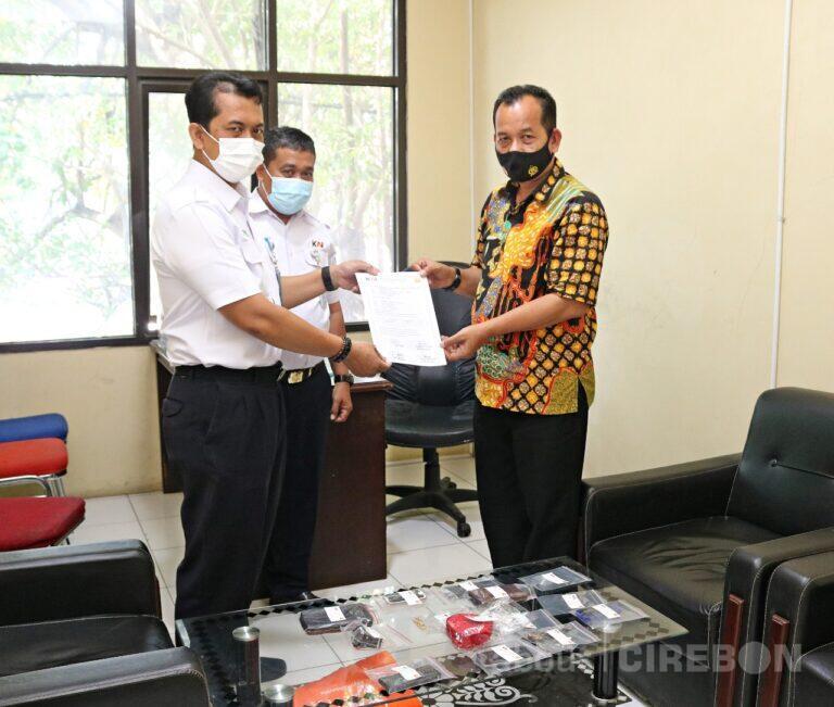 Daop 3 Cirebon Serahkan Barang Temuan Kepada Kepolisian
