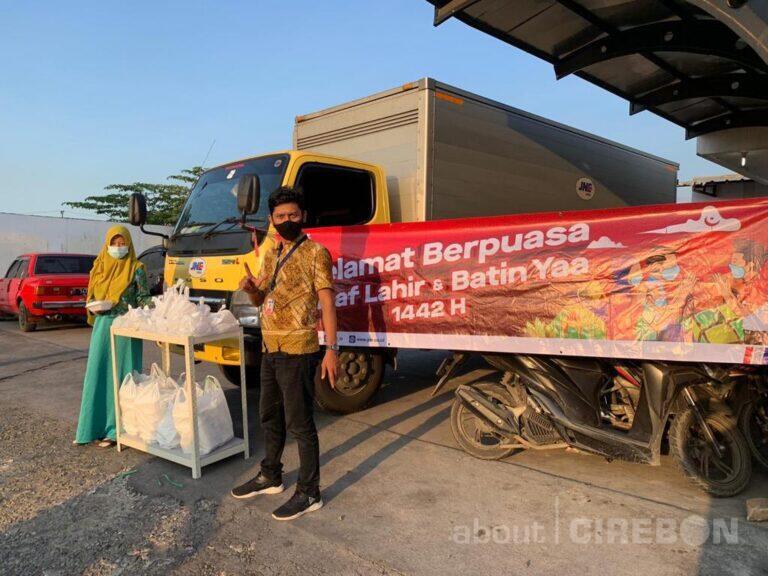 JNE Cirebon Berbagi Keberkahan Selama Ramadhan