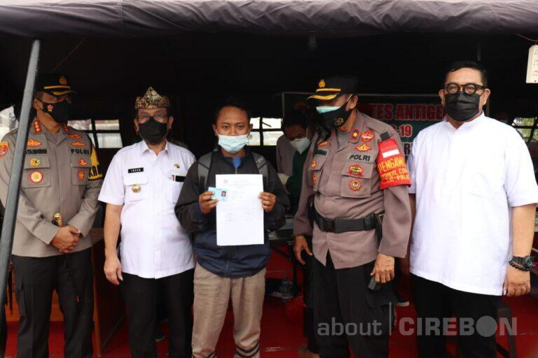 Bupati dan Kapolresta Cirebon Monitoring Penyekatan, Pemudik Dilakukan Tes Antigen