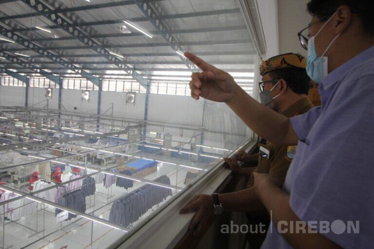 Bupati Cirebon Pastikan Prokes, THR dan Larangan Mudik Aman di Dua Pabrik