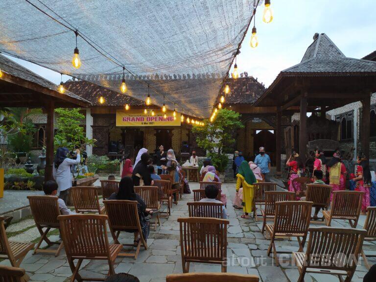 Konsep Heritage, RM Mbah ROSO Hadirkan Suasana Bali