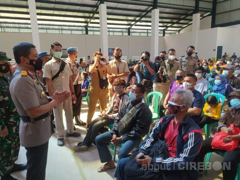 Kapolda Jabar Tinjau Pelaksanaan Vaksinasi di Cirebon