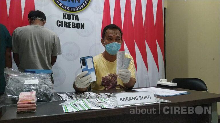 BNN Kota Cirebon Ringkus Dua Pria Kembar Edarkan Obat-obatan