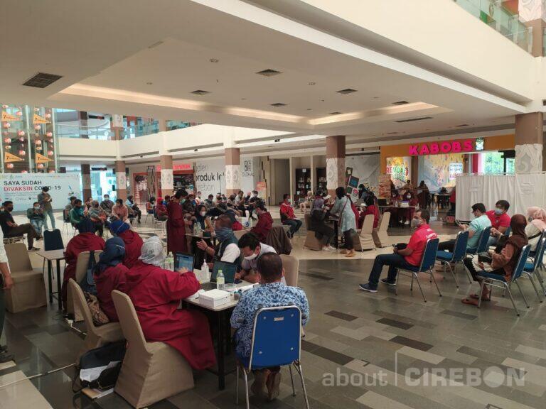 Karyawan Mall dan Pusat Perbelanjaan di Cirebon Jalani Vaksinasi