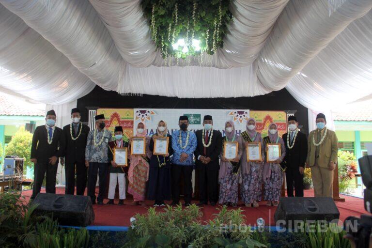 Bupati Cirebon : Santri Diminta Melanjutkan Pendidikan hingga ke Perguruan Tinggi