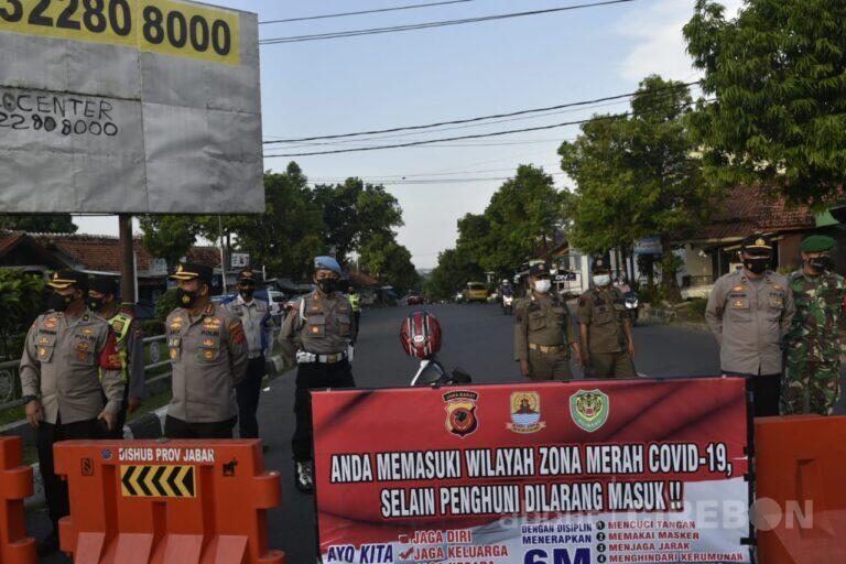 Polresta Cirebon Gelar Penyekatan Sejumlah Ruas Jalan di Kecamatan Sumber Demi Kebaikan Masyarakat