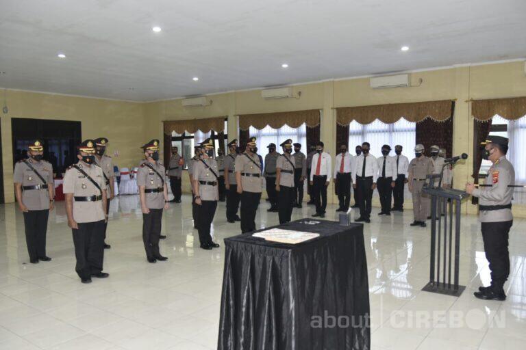 Kapolresta Cirebon Pimpin Sertijab Kasat dan Kapolsek