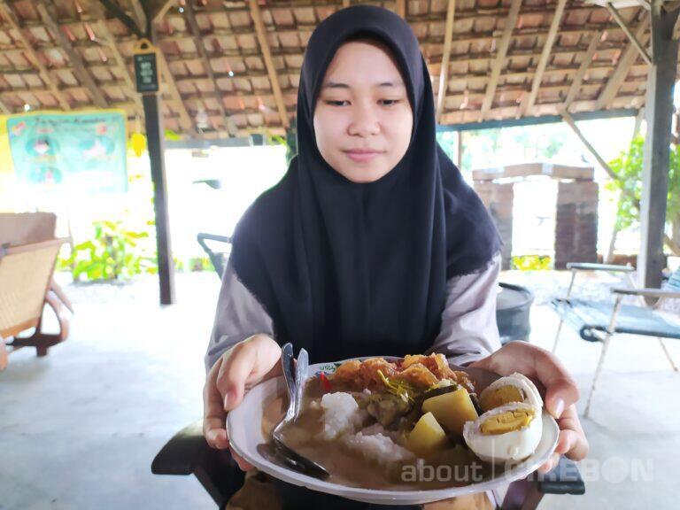 Warung Kopi Manis Cirebon Tawarkan Menu Bubur Lodeh