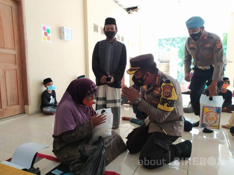 Polresta Cirebon Sasar Desa-desa Gelar Vaksinasi dan Bantuan