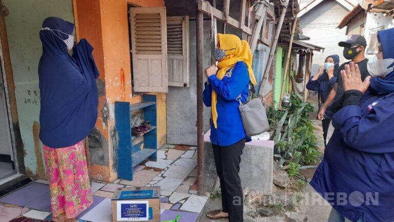 NasDem Kota Cirebon Sebar Virus Kebaikan dengan Berbagi Paket Sembako
