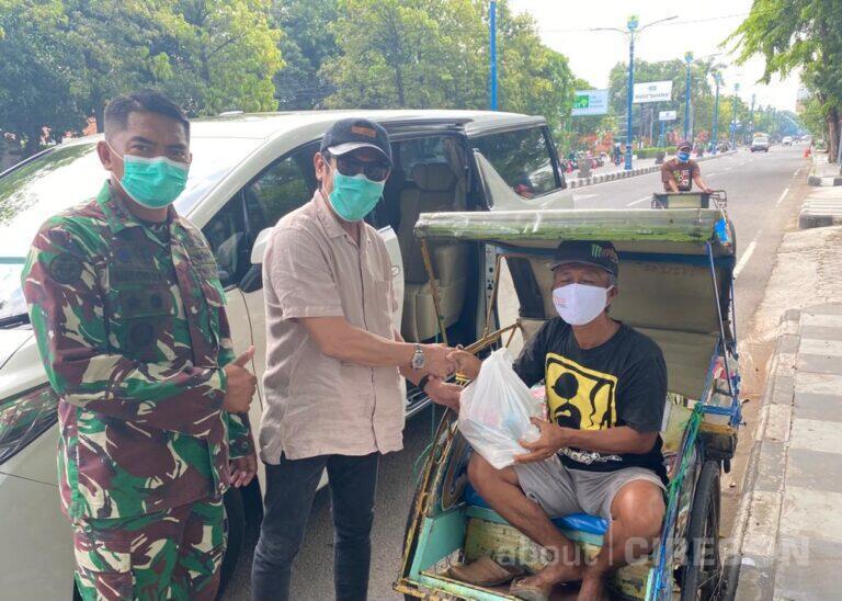 Turun ke Jalan, dr. Yasmin Dermawan Bagikan Paket Sembako