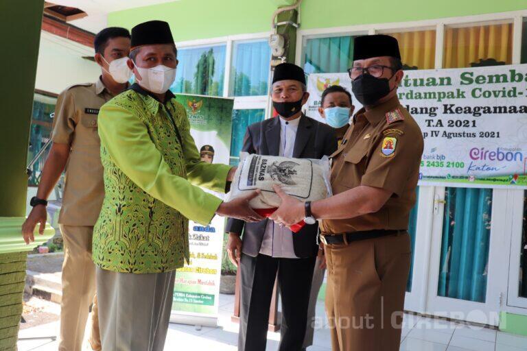 Baznas Kabupaten Cirebon Salurkan Bantuan untuk Penyuluh Agama Islam Non PNS