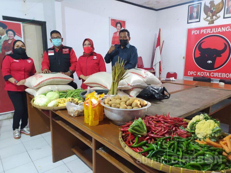 Dirikan Dapur Umum, Anggota Fraksi PDI Perjuangan Sumbang Seluruh Gaji