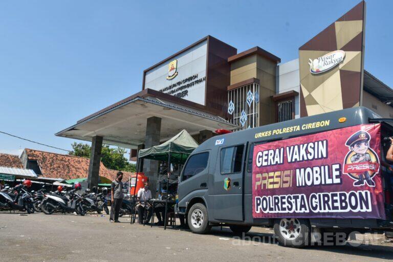 Polresta Cirebon Gelar Vaksinasi di Sejumlah Pasar Tradisional