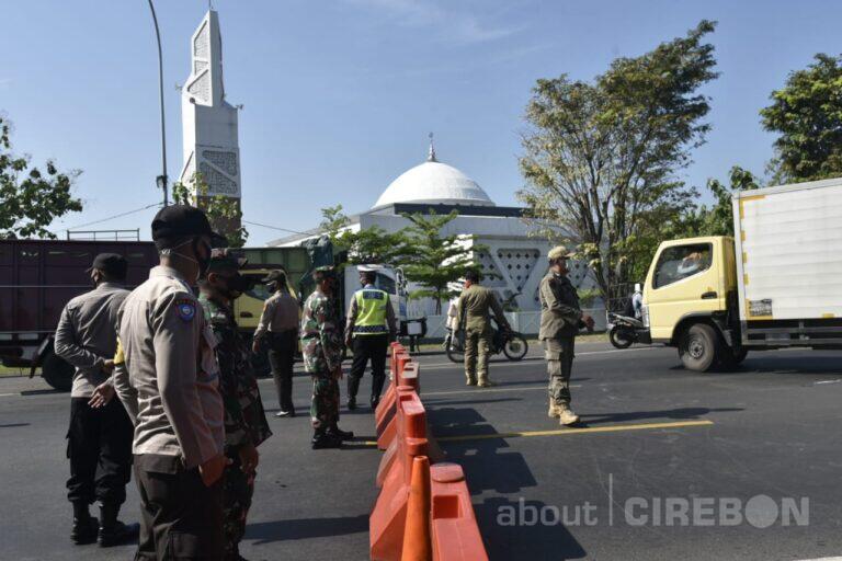 Penyekatan Kendaraan dari Luar Cirebon di Plered dan Ciperna