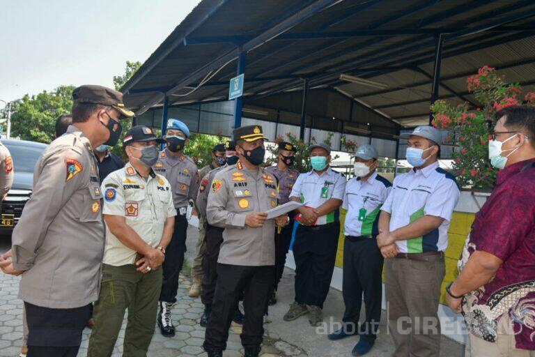 Pantau Sektor Industri, Petugas PPKM Darurat di Kabupaten Cirebon Segel Satu Perusahaan