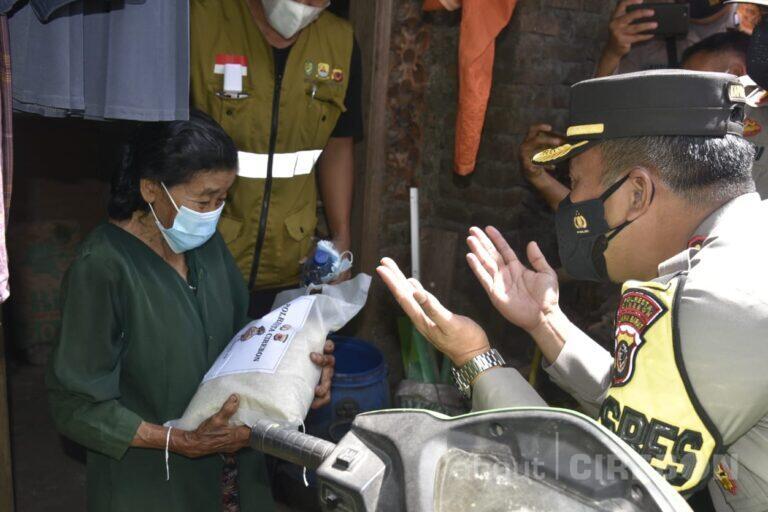 Polresta Cirebon Peduli: Bagikan Bantuan untuk Warga Terdampak PPKM Darurat