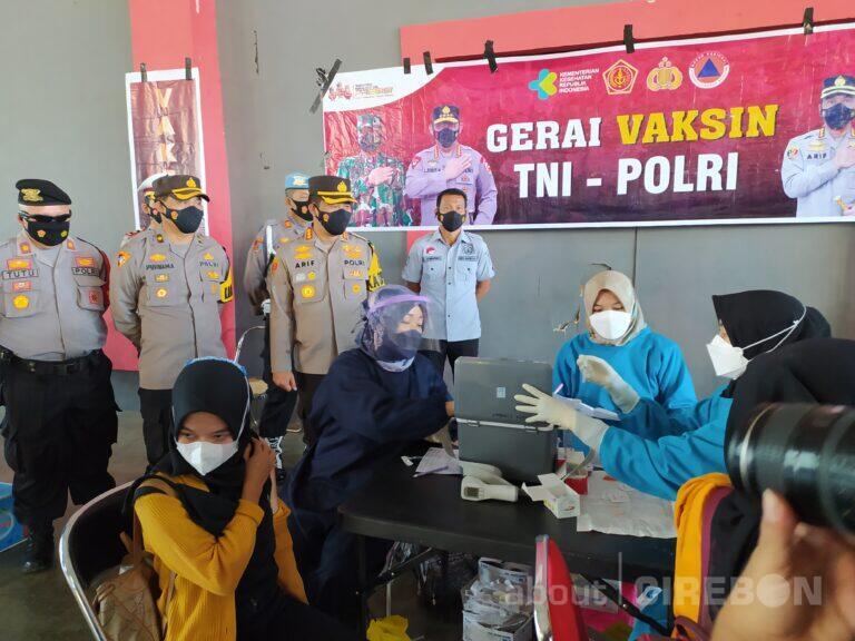 Kerja Sama Dengan Polresta Cirebon, Supporter Bola Jalani Vaksinasi