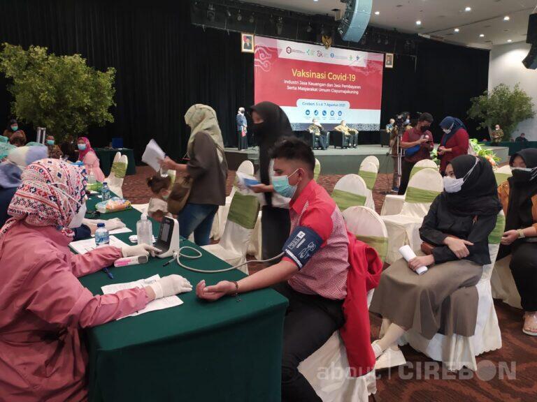 Bentuk Herd Immunity, OJK Cirebon Bersama Jasa Keuangan dan BI Gelar Vaksinasi Massal