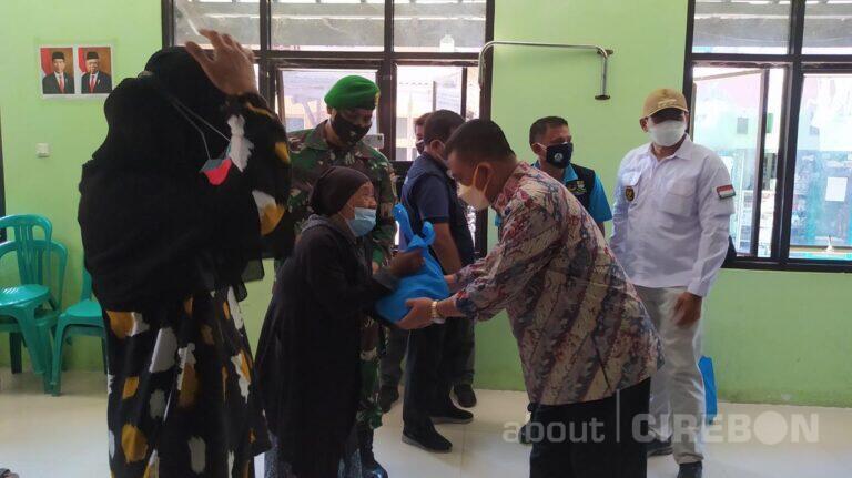 Wali Kota Cirebon Berikan Bantuan untuk Warga yang Belum Terdata Bantuan Program