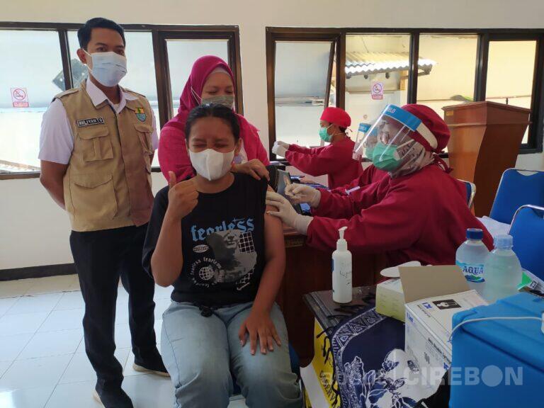 Antusias Vaksinasi Usia Pelajar di Kelurahan Kesenden Tinggi