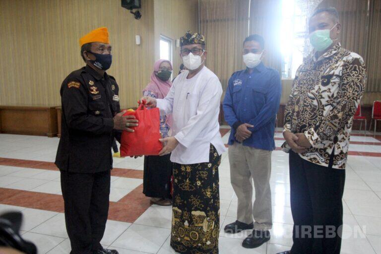 Kolaborasi Yayasan Rumah Yatim, BJB dan Pemkab Cirebon Salurkan 1.000 Paket Sembako