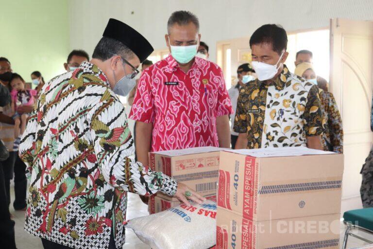 Pemkab Cirebon Salurkan Bantuan kepada Penyandang Disabilitas