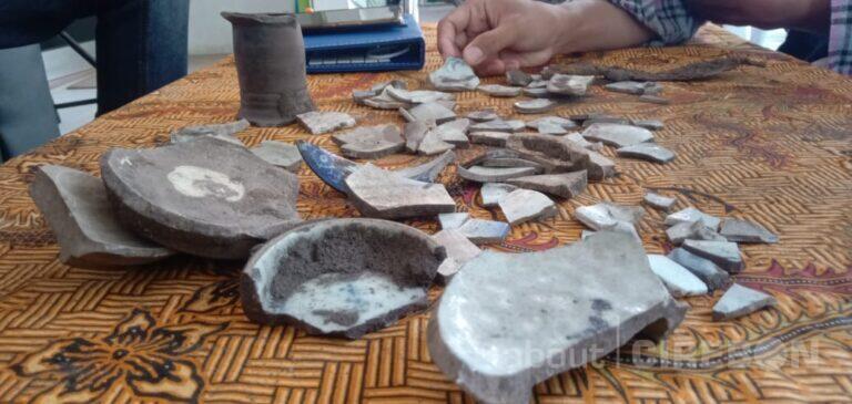 Temuan Pecahan Keramik di Alun-alun Kasepuhan Diduga Berusia Ratusan Tahun