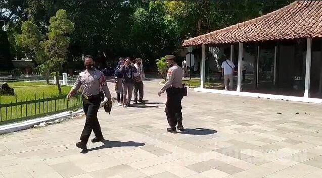 Antar Pendukung Sultan Bentrok di Keraton Kasepuhan Cirebon, Wisatawan Terganggu