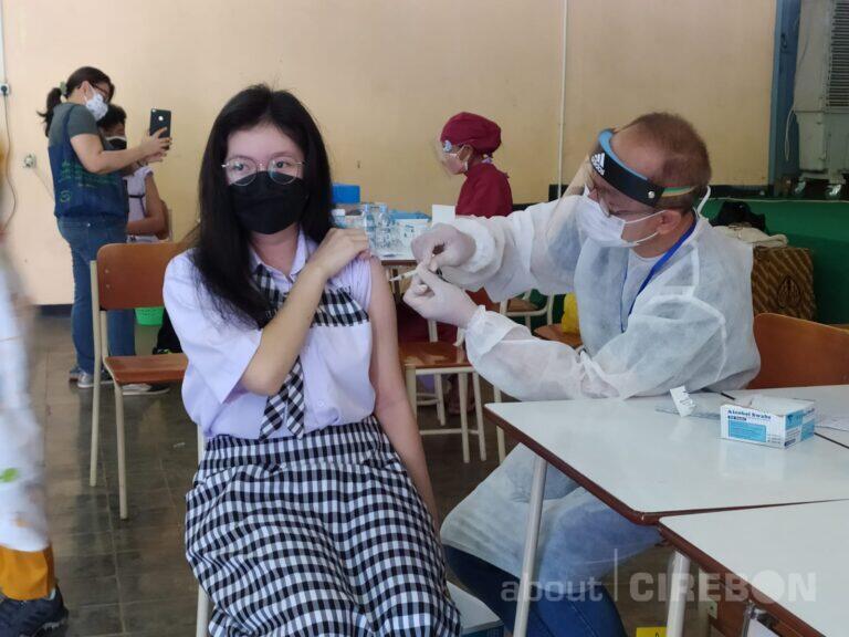 Ratusan Pelajar Santa Maria Cirebon Ikuti Vaksinasi Massal