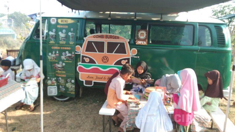 Asiknya Belajar Teater Bareng Combi Burger di Taman Baca Cikalong