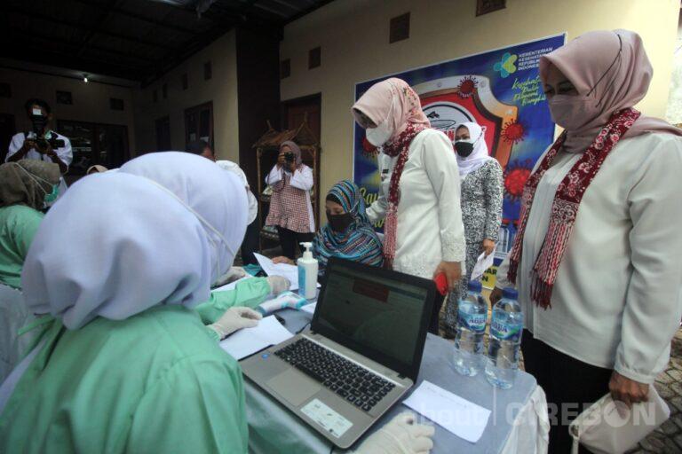 Ibu Hamil di Kabupaten Cirebon Jalani Vaksinasi COVID-19