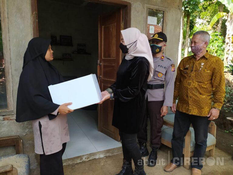 Peduli Masyarakat Sekitar, Obim Village & Cafe Resto Bagikan 500 Paket Sembako