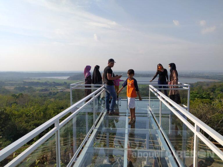 Bukit Cinta Anti Galau, Jembatan Kaca Jadi Unggulan dengan View Setupatok