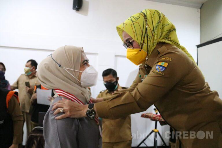 Sejumlah Relawan COVID-19 di Kota Cirebon Dapat Penghargaan