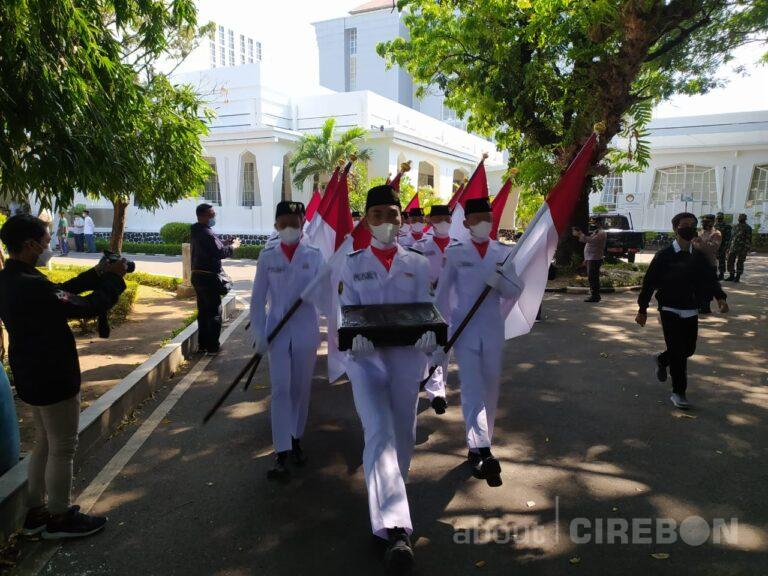 Kirab Merah Putih dari Balai Kota Cirebon Menuju Astana Gunung Jati