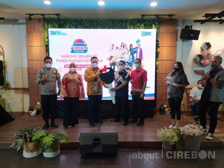 Nasabah BRI Cirebon Kartini Dapat Hadiah Mobil dari Panen Hadiah Simpedes