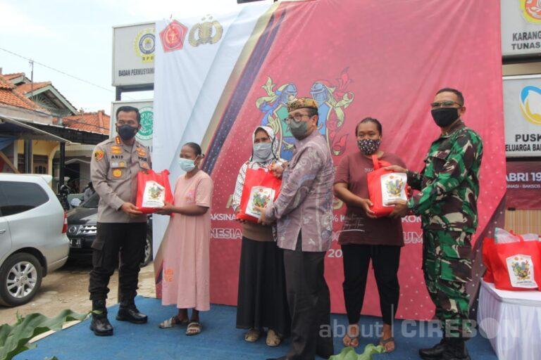 Alumni Akabri 1999 Gelar Vaksinasi Massal dan Pemberian Sembako di Desa Gebang Mekar